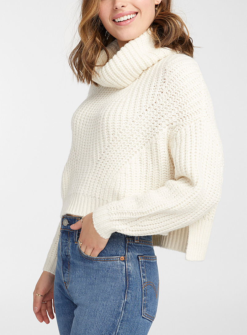 Ribbed cropped cowl neck