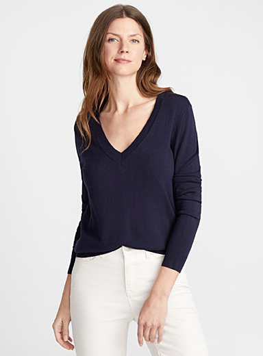 Fine knit V-neck sweater