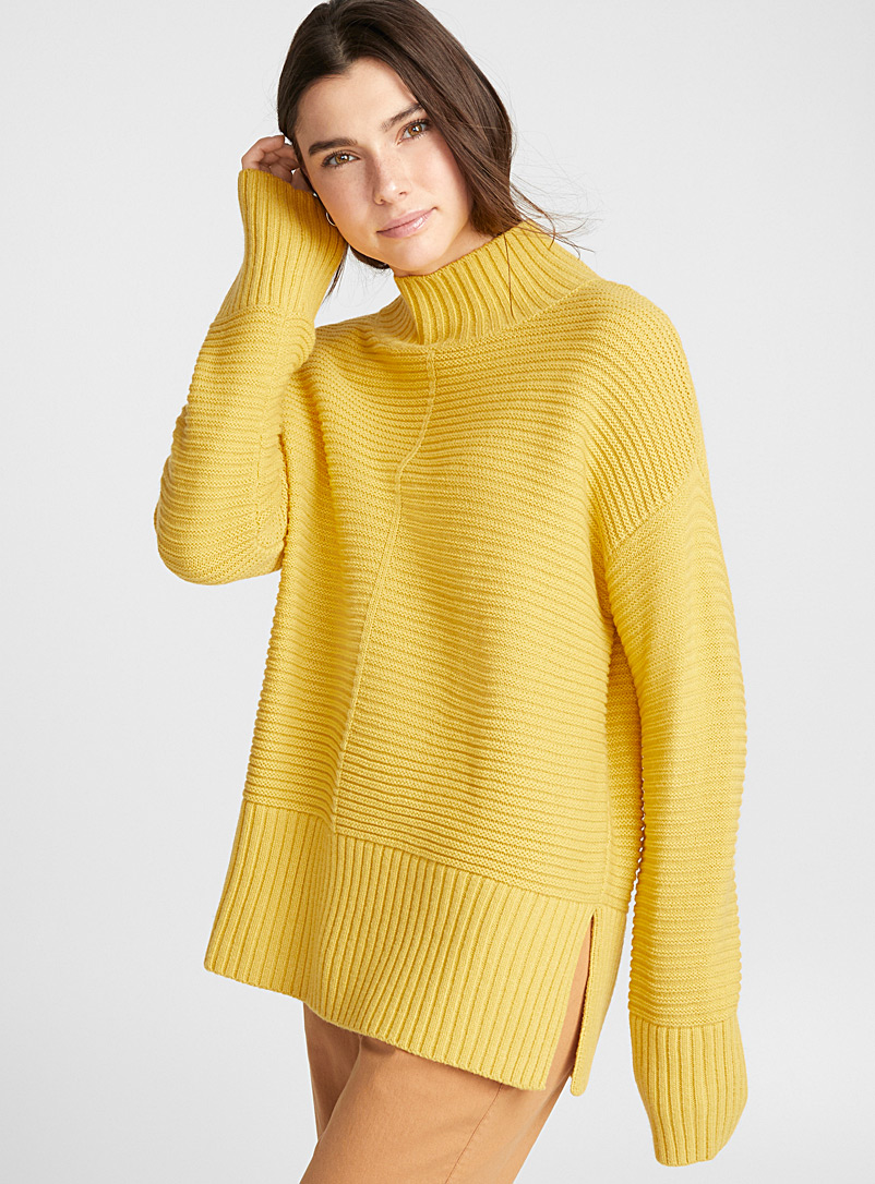 horizontal-ribbed-mock-neck