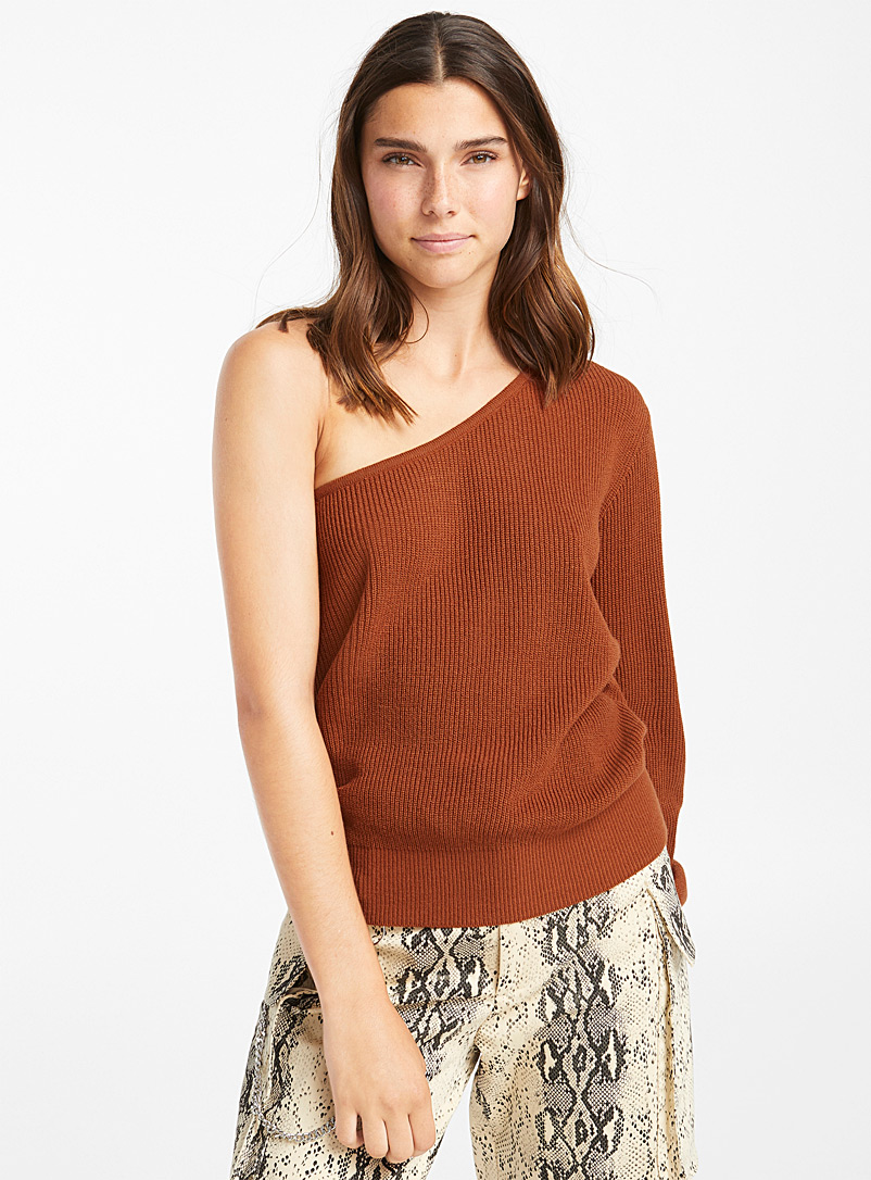 finely-ribbed-shoulder-sweater