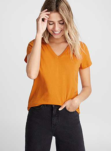 Short-sleeve organic cotton solid V-neck tee