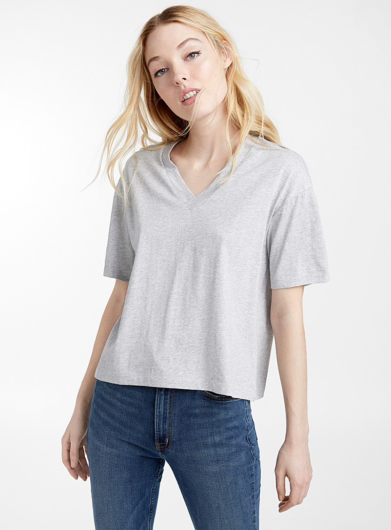Loose organic cotton V-neck tee