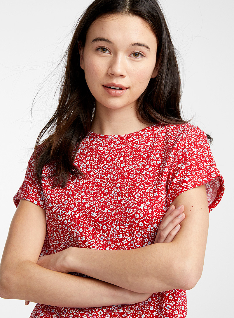 Twik Red Organic cotton button-back tee for women