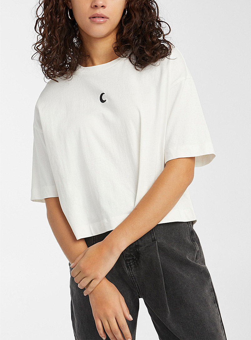 Centered embroidery recycled cotton T-shirt