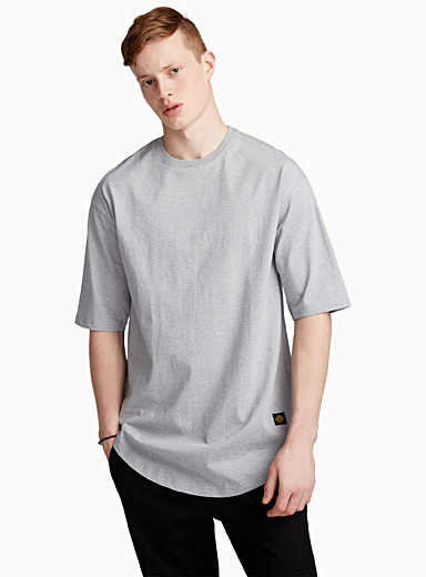 Le tee-shirt allongé basique
