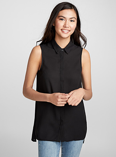 Essential sleeveless blouse