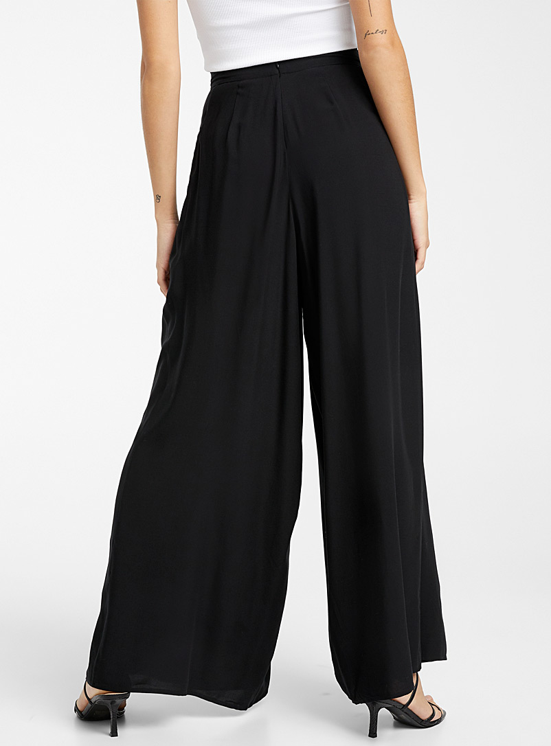 Icône Black Pleated eco-friendly viscose wrap pant for women