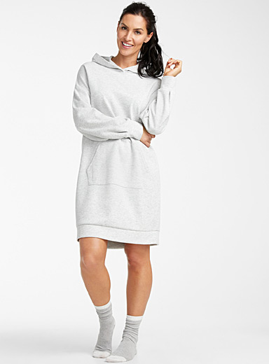 La robe de nuit sweat à capuche