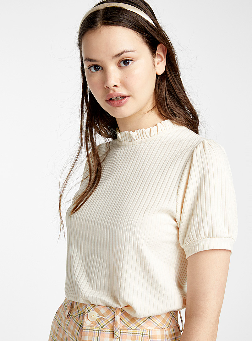 accent-ruffle-ribbed-tee