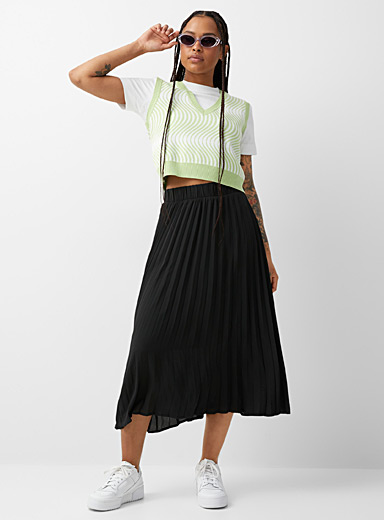 Airy pleated skirt