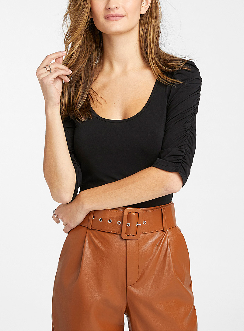Gathered sleeve cropped tee