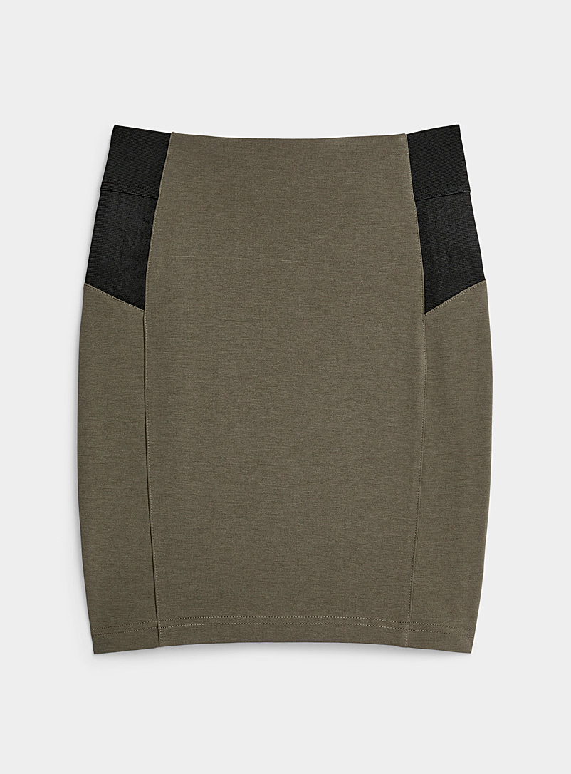 Elastic band fitted skirt