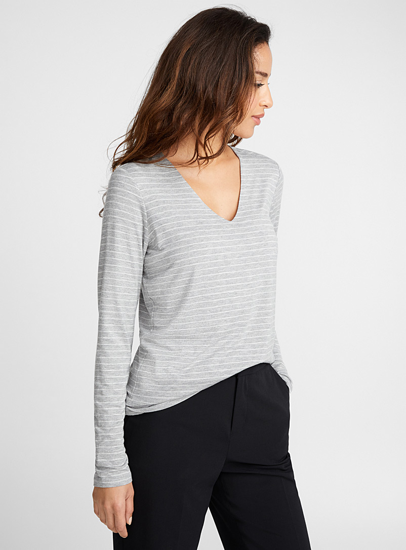 Striped V-neck tee - Long Sleeves - Patterned Grey