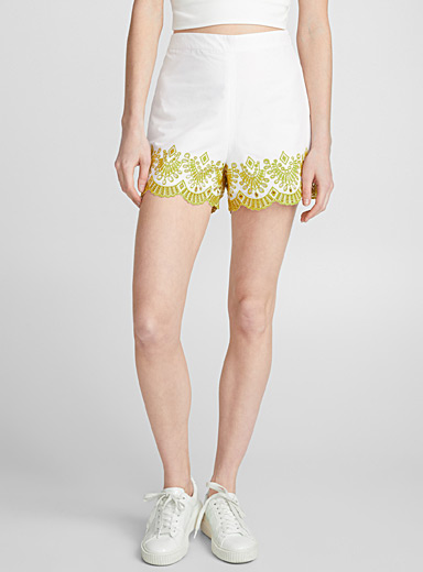 Scalloped embroidery poplin short