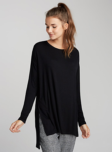 Side-slit viscose tee