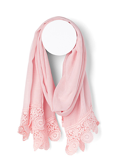 Lace scalloped scarf