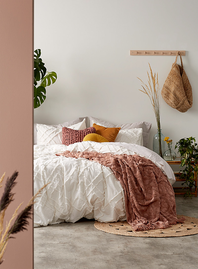 Shop duvet covers and comforters online simons for Housse de duvet