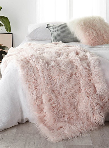 Long haired pastel pink throw  140 x 180 cm