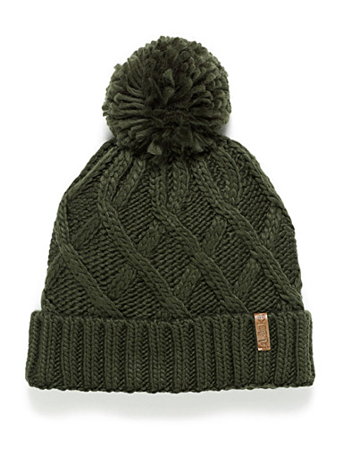 Monochrome cable knit tuque
