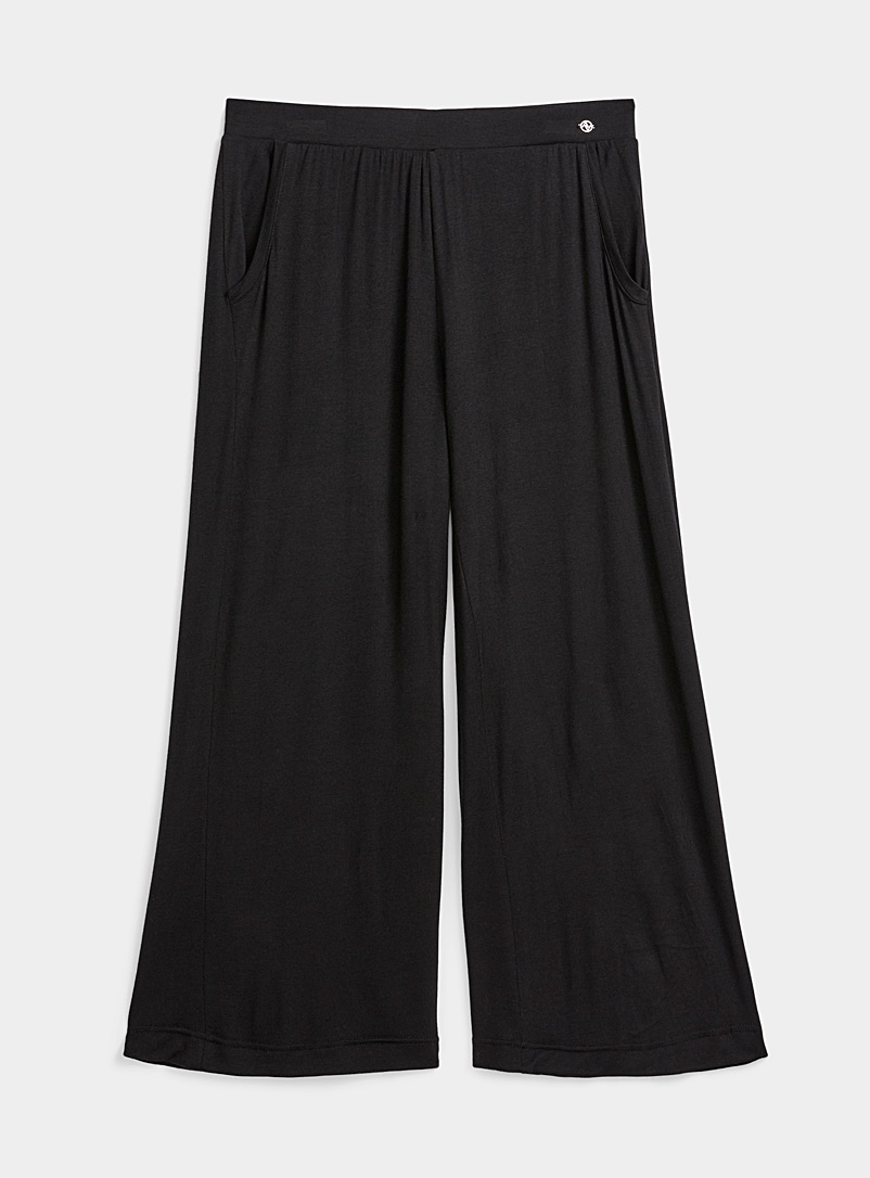 Miiyu Black Fluid gaucho pant for women