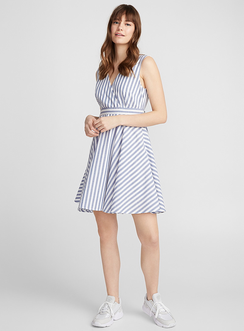 Open-back striped dress - Fit & Flare - Patterned White