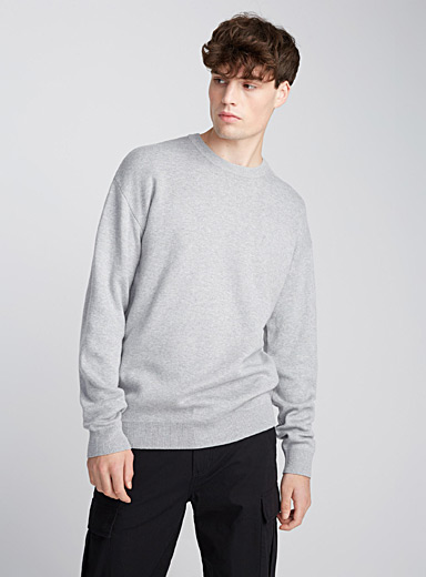 Le pull col rond moderne