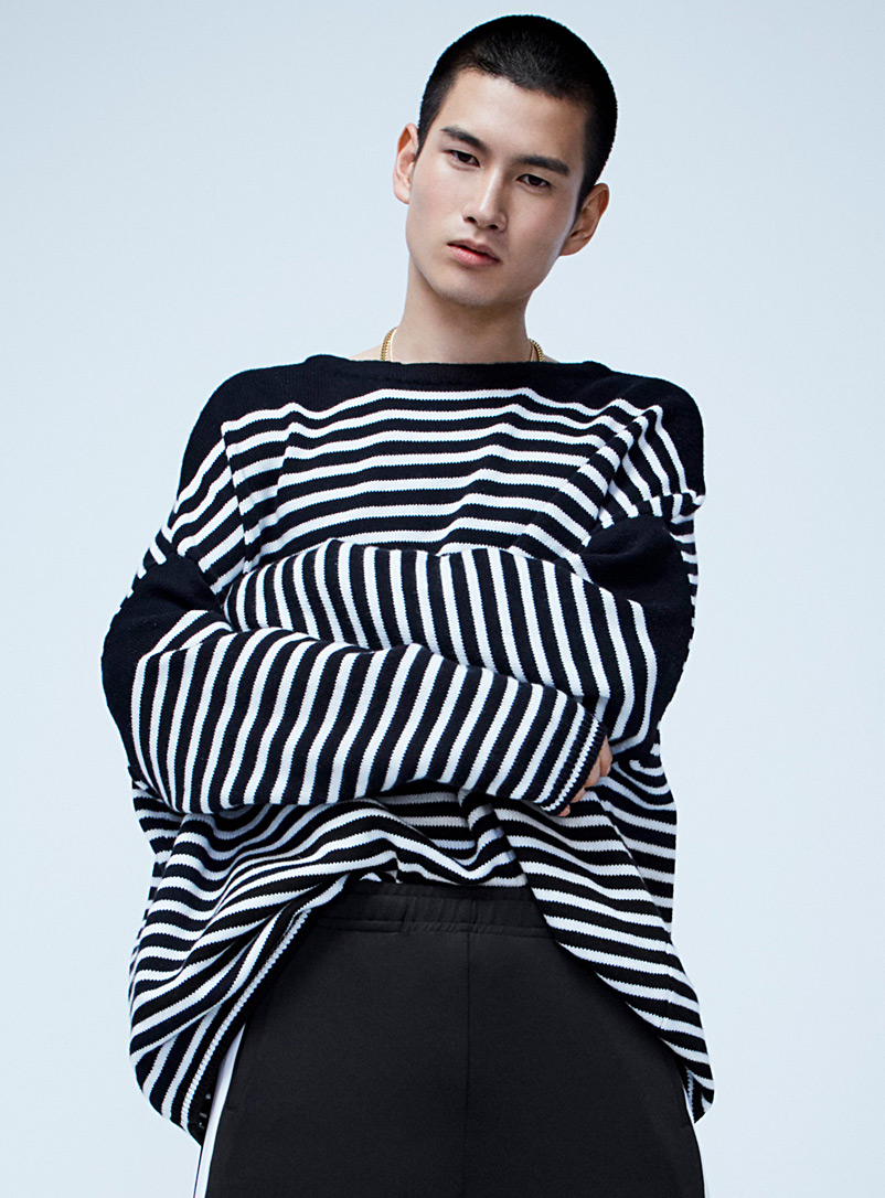 high-contrast-oversized-knit-sweater