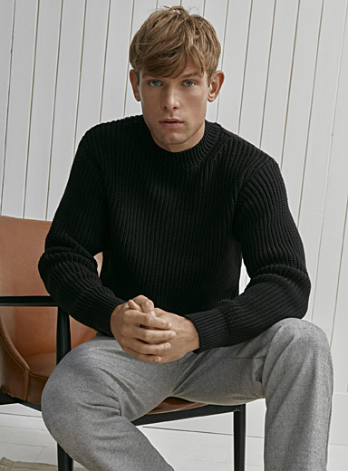 Minimalist ribbed sweater
