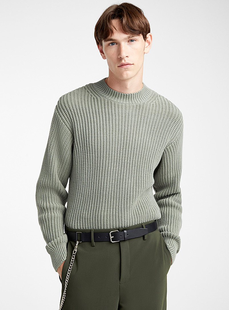 minimalist-ribbed-sweater