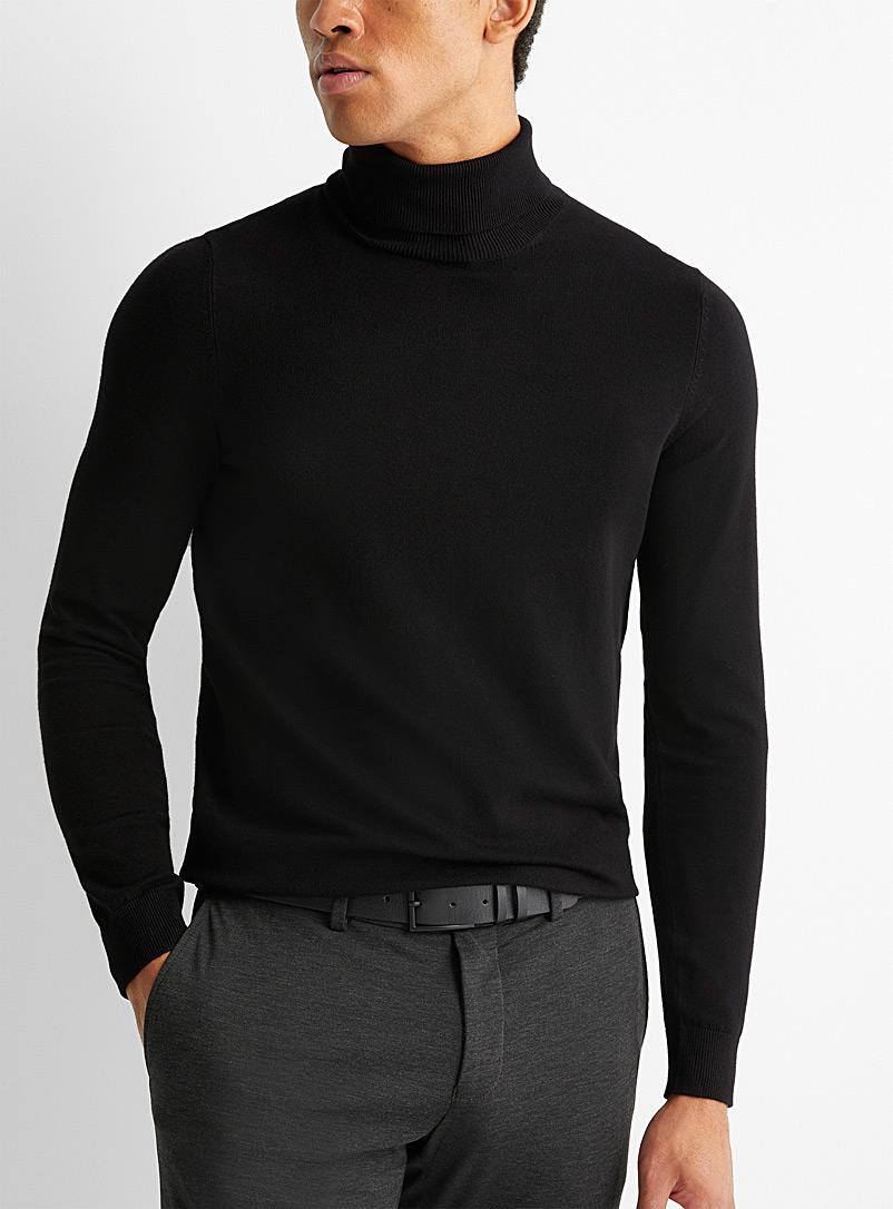 Fine knit turtleneck