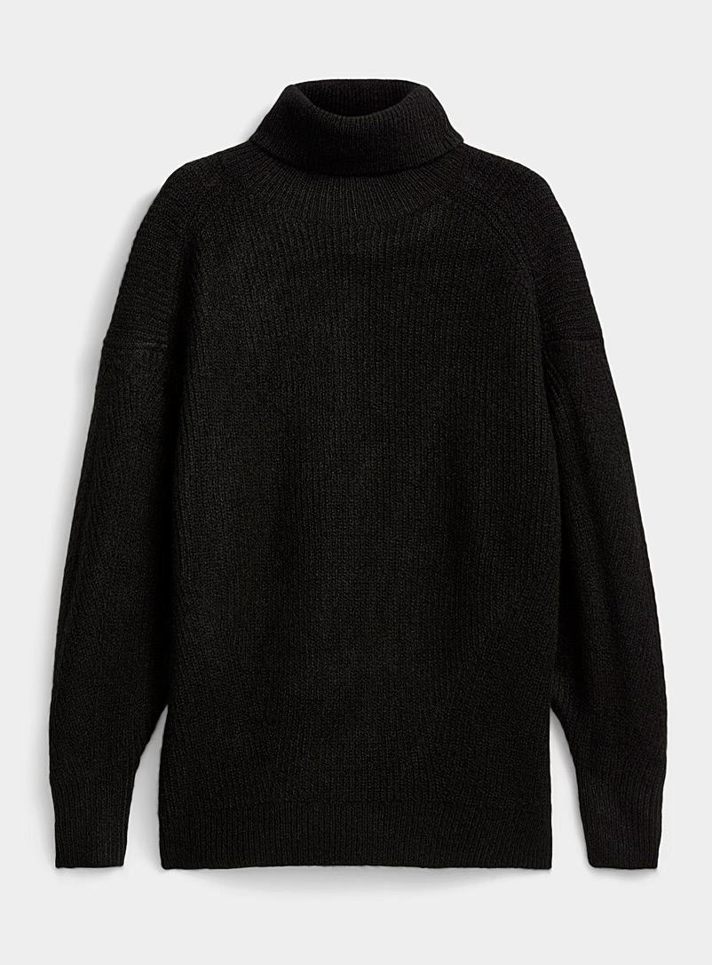 Loose ribbed turtleneck sweater