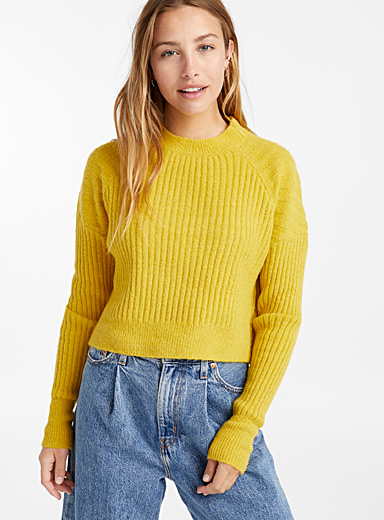 Ribbed bouclé cropped sweater