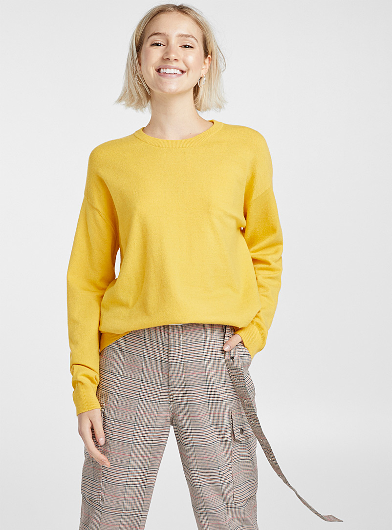 Basic crew-neck sweater - Sweaters - Golden Yellow