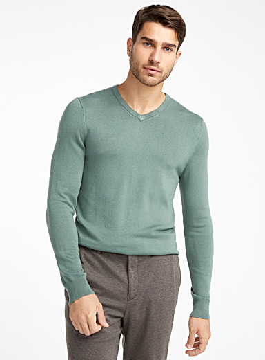 Le 31 Kelly Green Bamboo rayon V-neck sweater for men