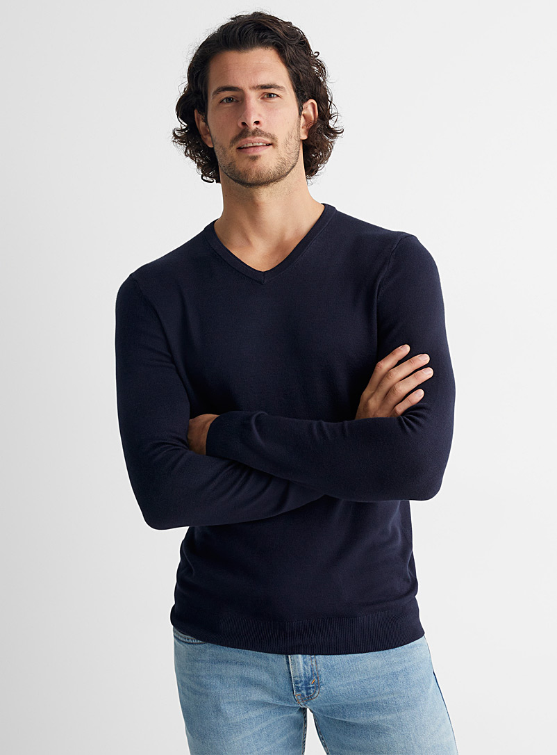 Le 31 Charcoal Bamboo rayon V-neck sweater for men