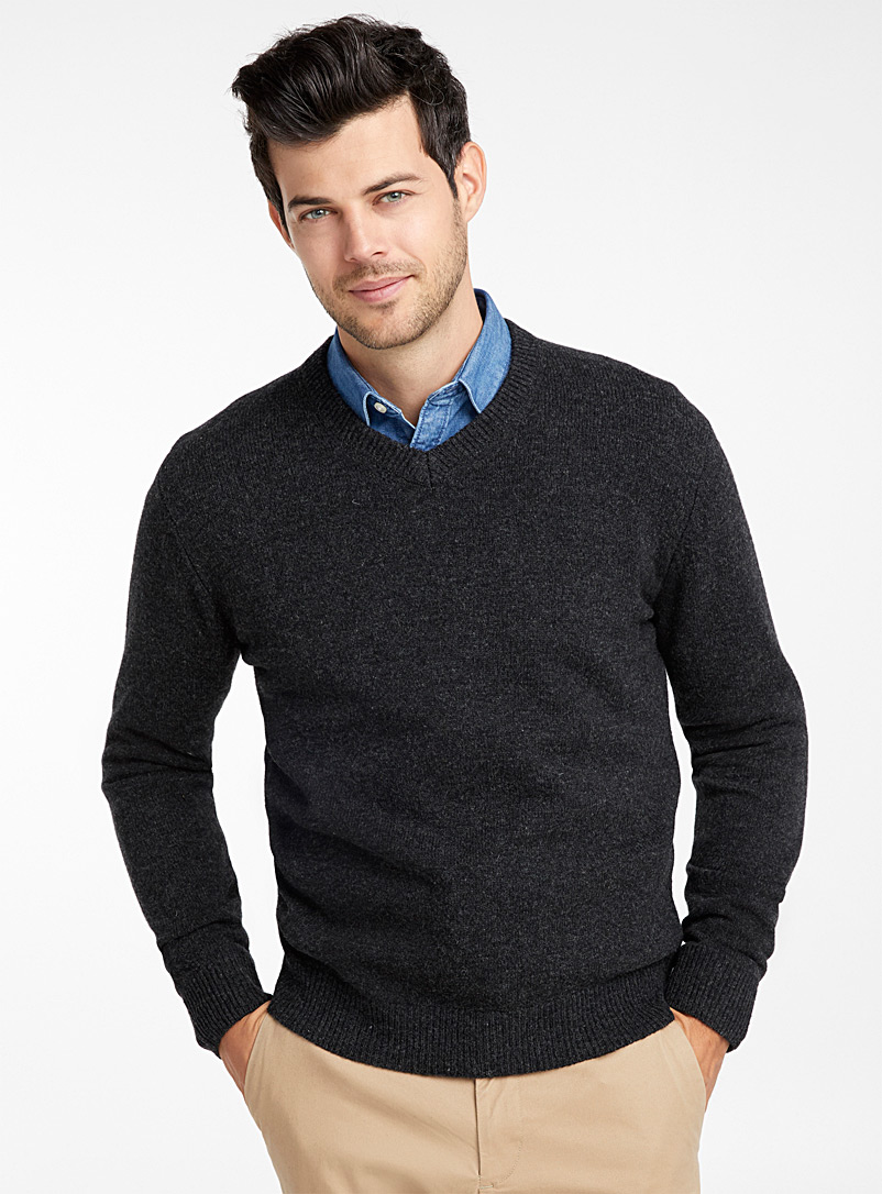 v-neck-lambswool-sweater