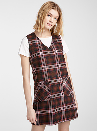 Accent pocket V-neck dress