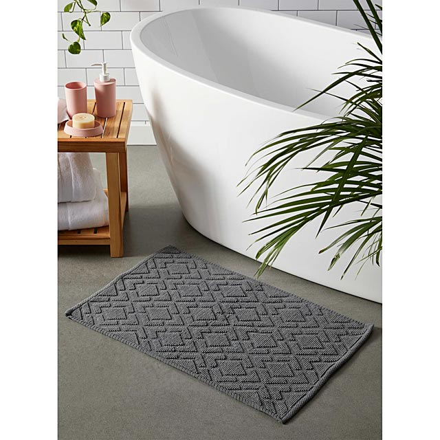 embossed-diamond-bath-mat-50-x-80-cm