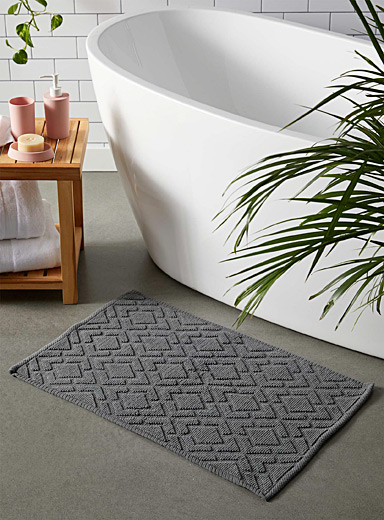 Embossed diamond bath mat  50 x 80 cm