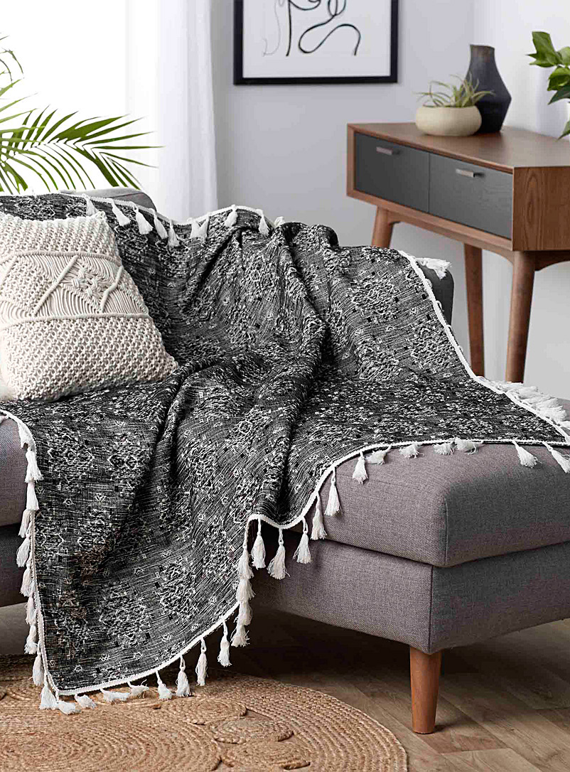Nomad diamond throw  50&quote; x 60&quote; - Woven - Black and White