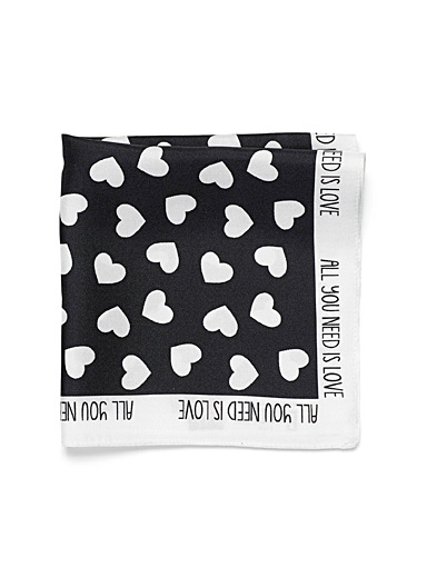 Le foulard pochette All you need is love