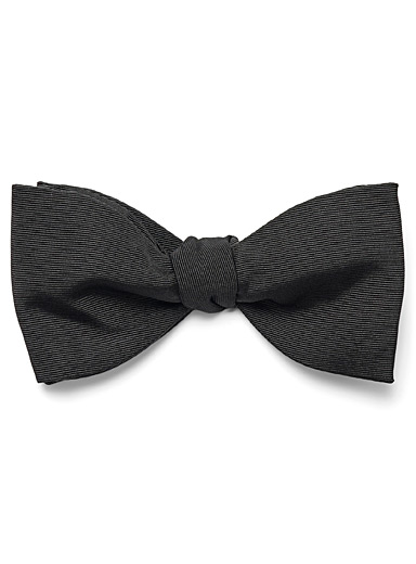 Knotted bow tie