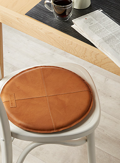 Topstitched genuine leather chairpad 36 cm round