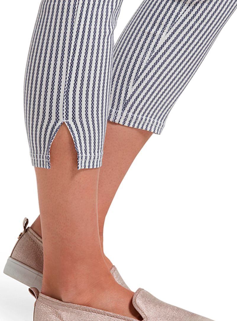 Hue Assorted white Vertical stripe cropped jegging for women