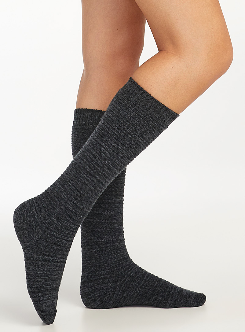 Horizontal ribbed knee-highs
