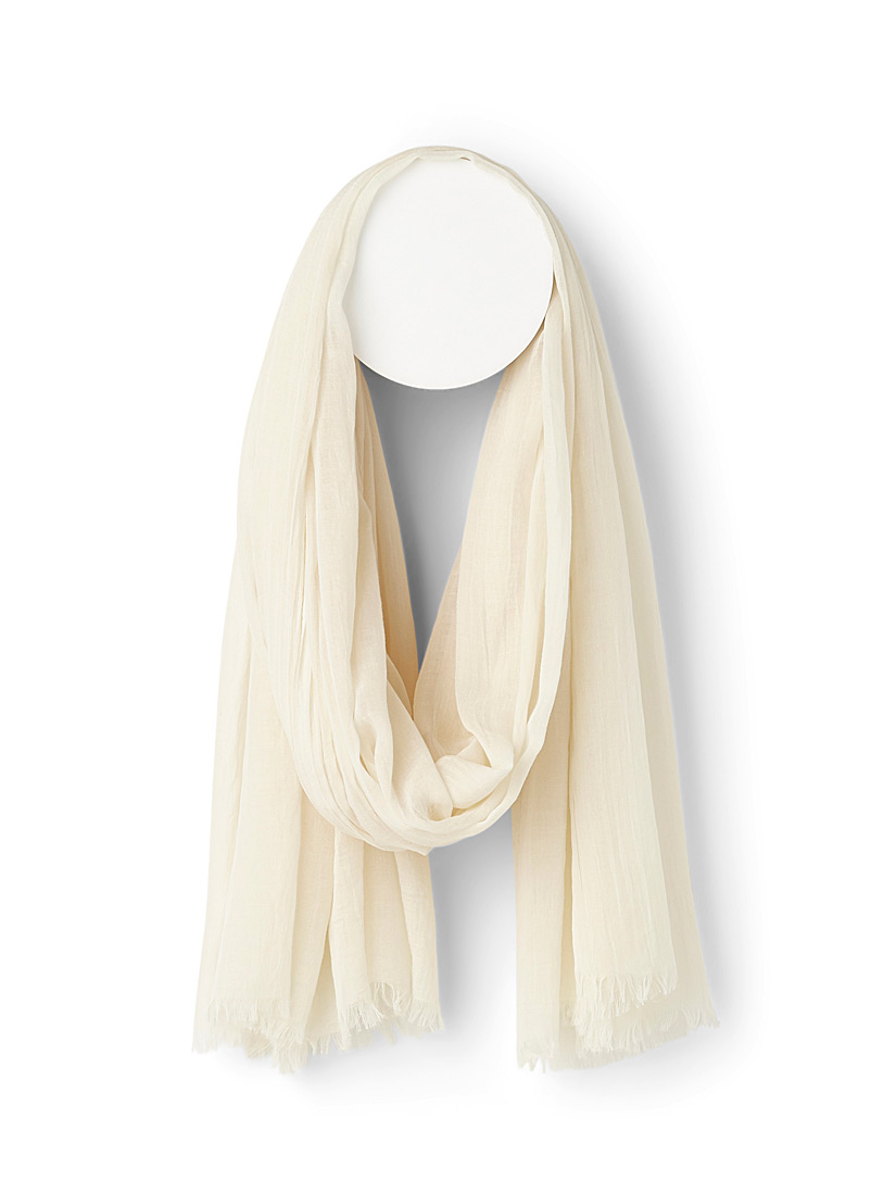 Finely fringed solid scarf