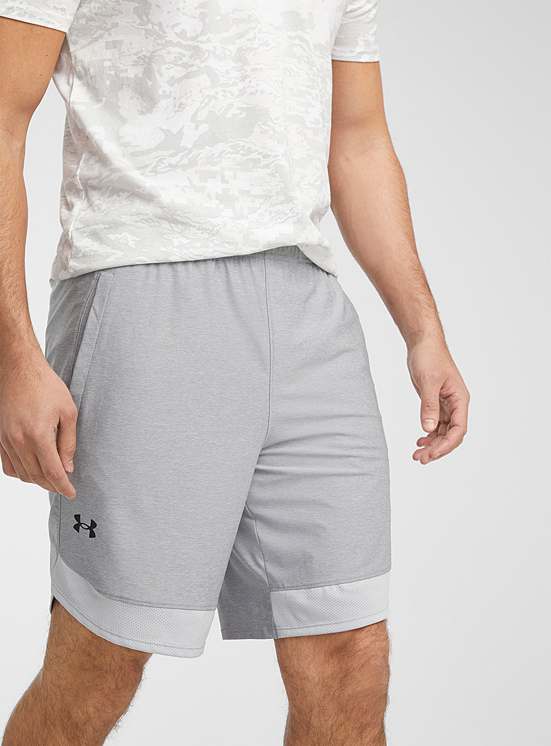 Under Armour: Le short extensible insertions filet Gris pâle pour homme