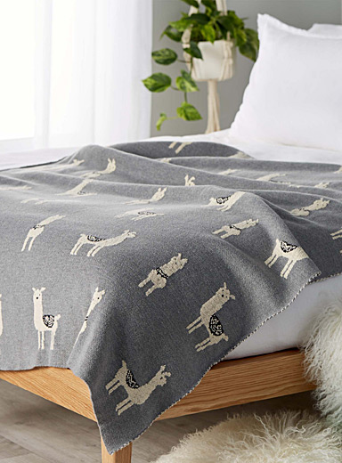 Llama knit throw  130 x 150 cm