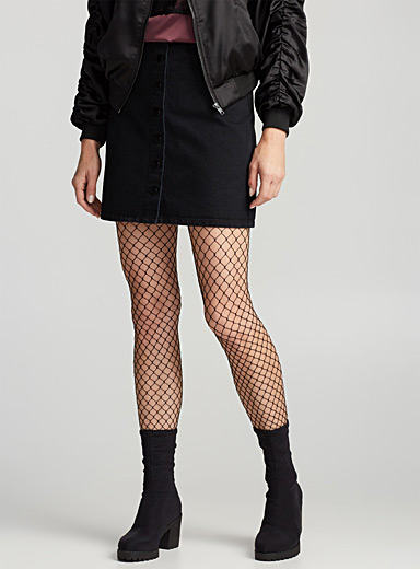 Oversized fishnet tights