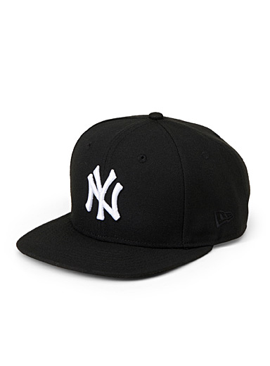 Black New York Yankees cap